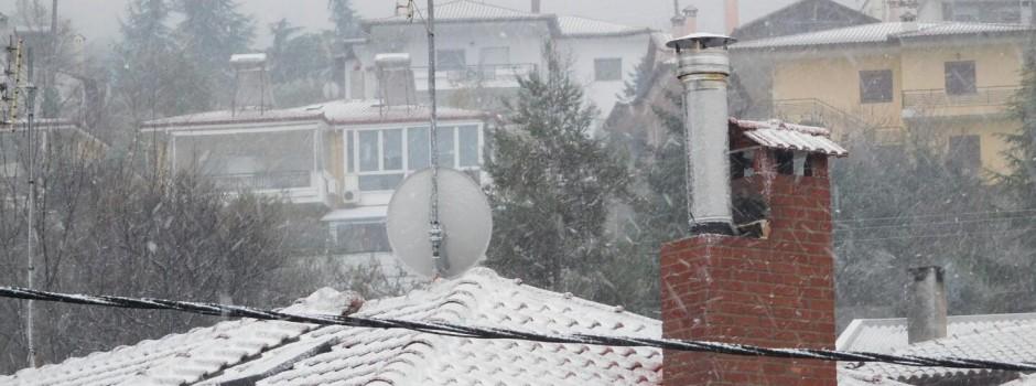 Στα λευκά τα προάστια Θεσσαλονίκης τώρα -ΦΩΤΟ