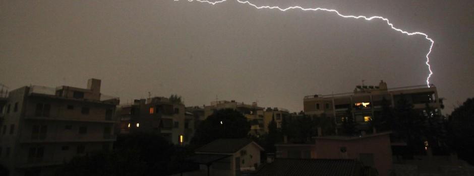 Η καταιγίδα που προκάλεσε ζημιές στην Αθήνα σε ένα timelapse